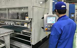 ハニカムコア製造設備のお写真です。